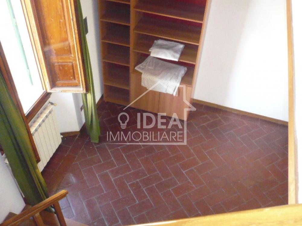 Cucina abitabile soggiorno camera in soppalco servizio for Garage con al piano di sopra