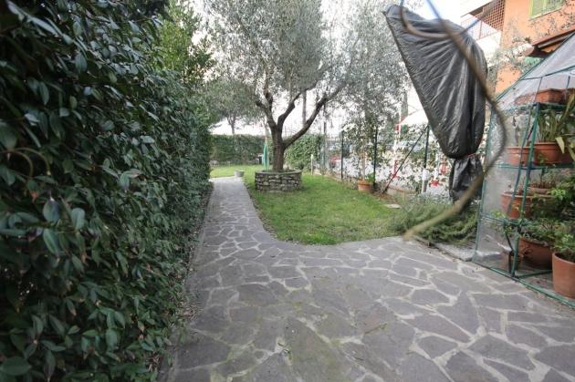 3 vani a castello in terratetto con giardino di 150 mq